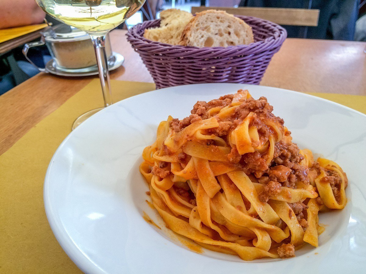 Ragu all Bolognese, thick pasta with meat sauce