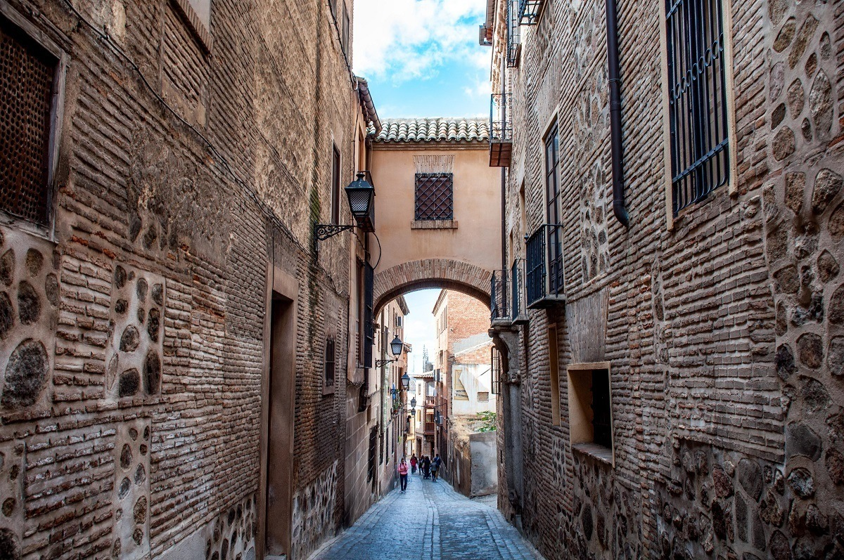 An covered arch in the old city of Toledo, a UNESCO World Heritage Site