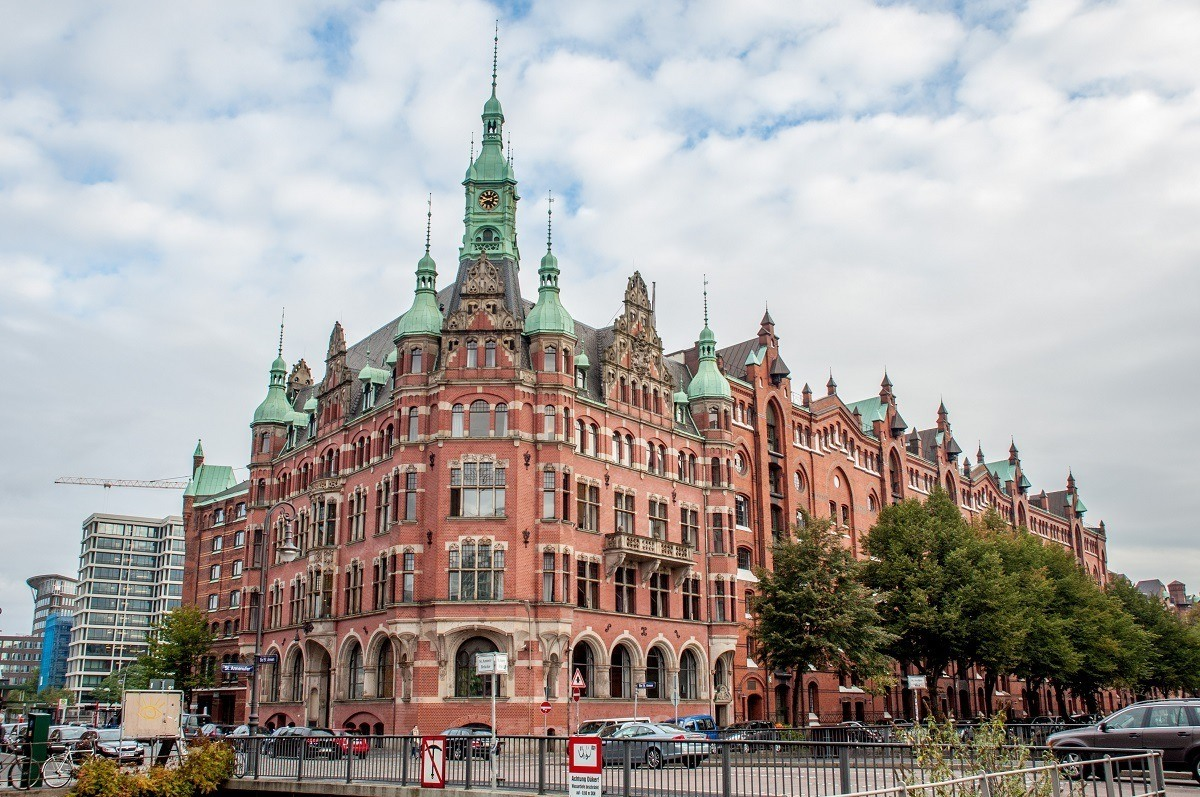 Building with clock tower and spires, the Rathaus for the Speicherstadt