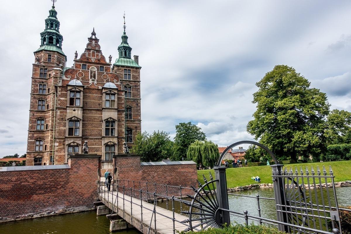 Зеландия, Дания Лучшие достопримечательности в  Зеландии, Дания Copenhagen Denmark Rosenborg Castle Slot exterior