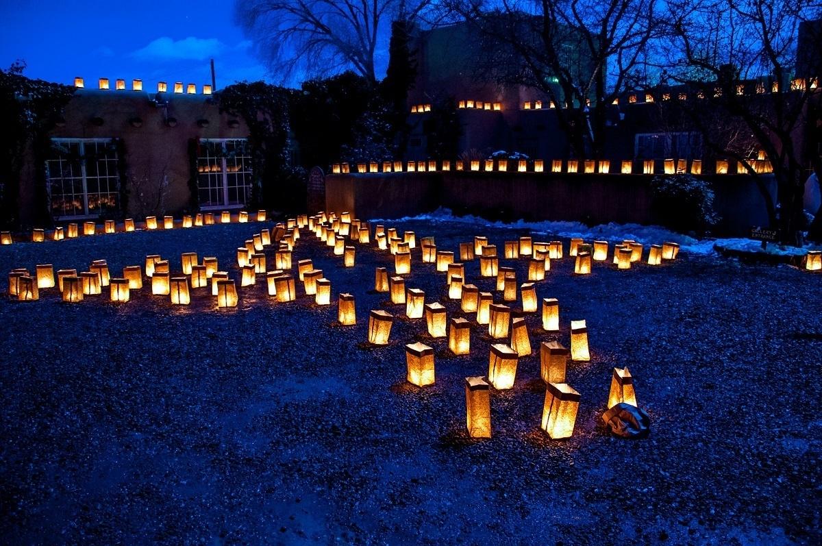 Illuminated lanterns in a cross pattern is a hallmark of this Santa Fe tradition