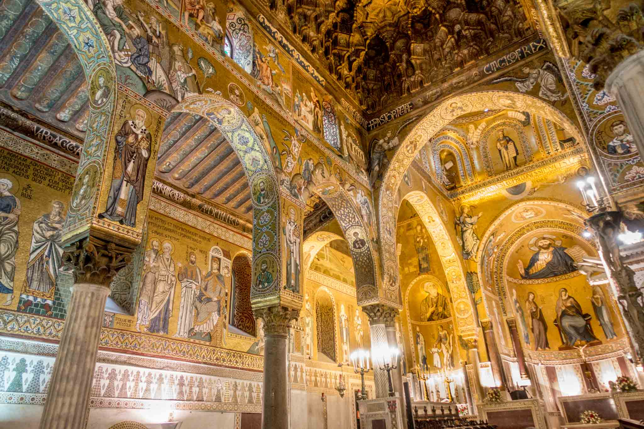 Chapel with pillars and vaulted ceiling covered with gold mosaics