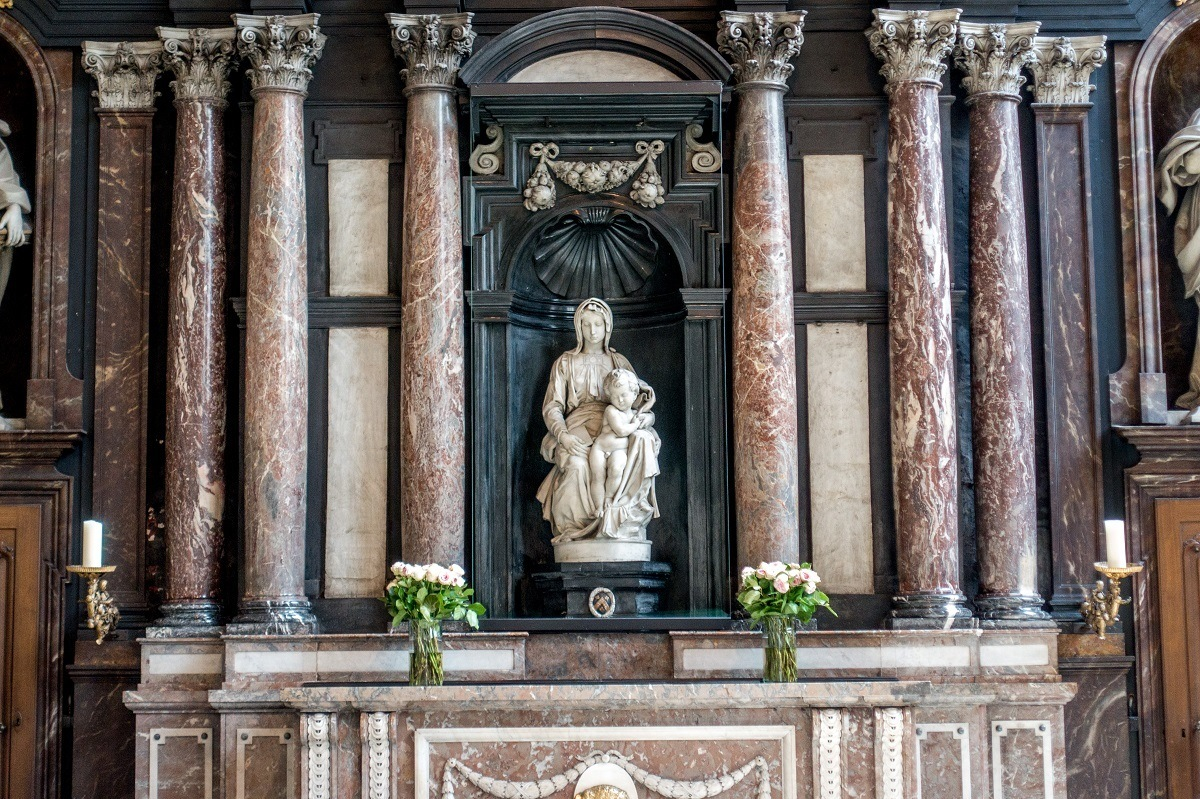 Marble sculpture of Mary and Jesus