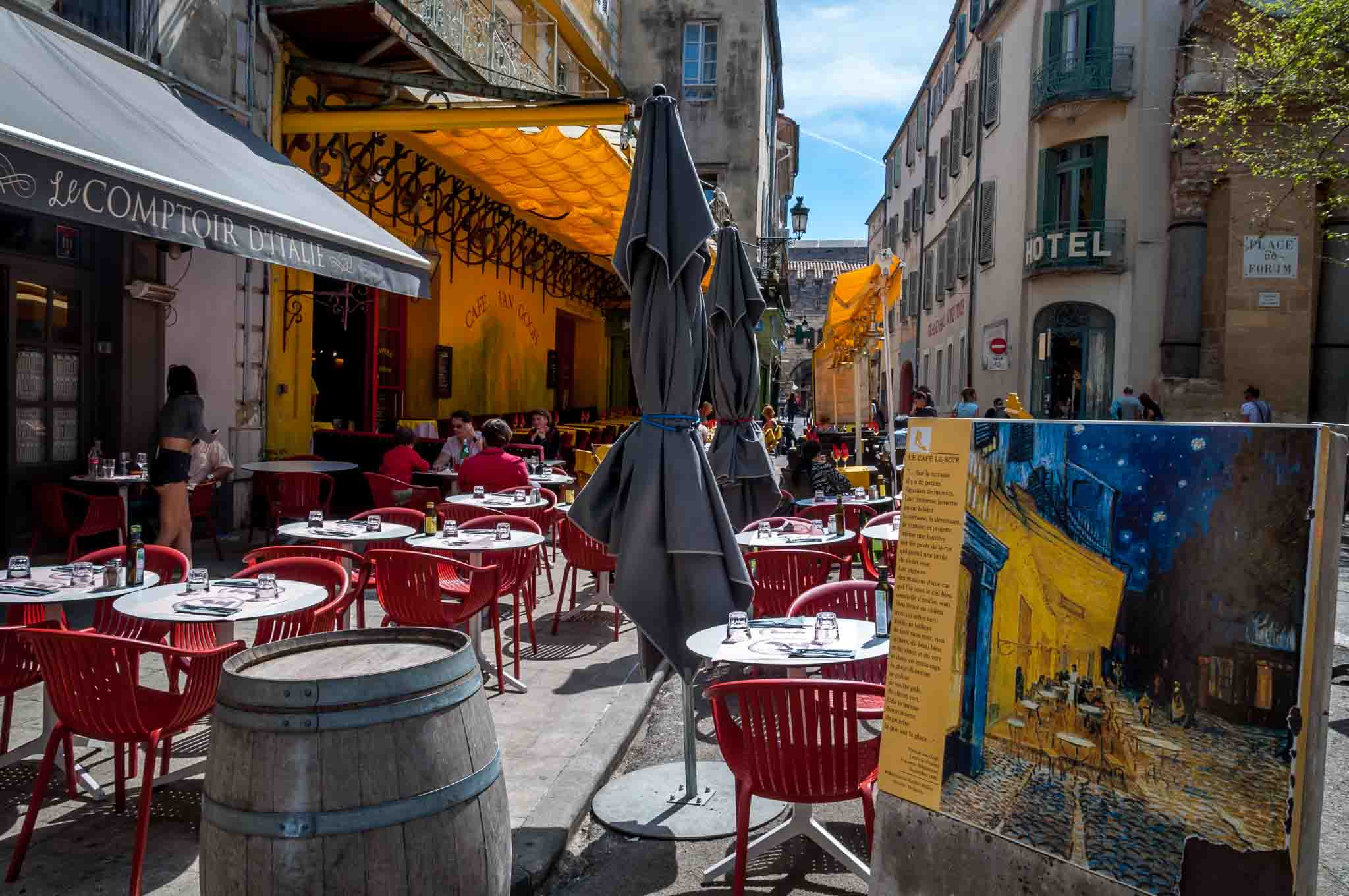 Sidewalk cafe alongside a painting of the site