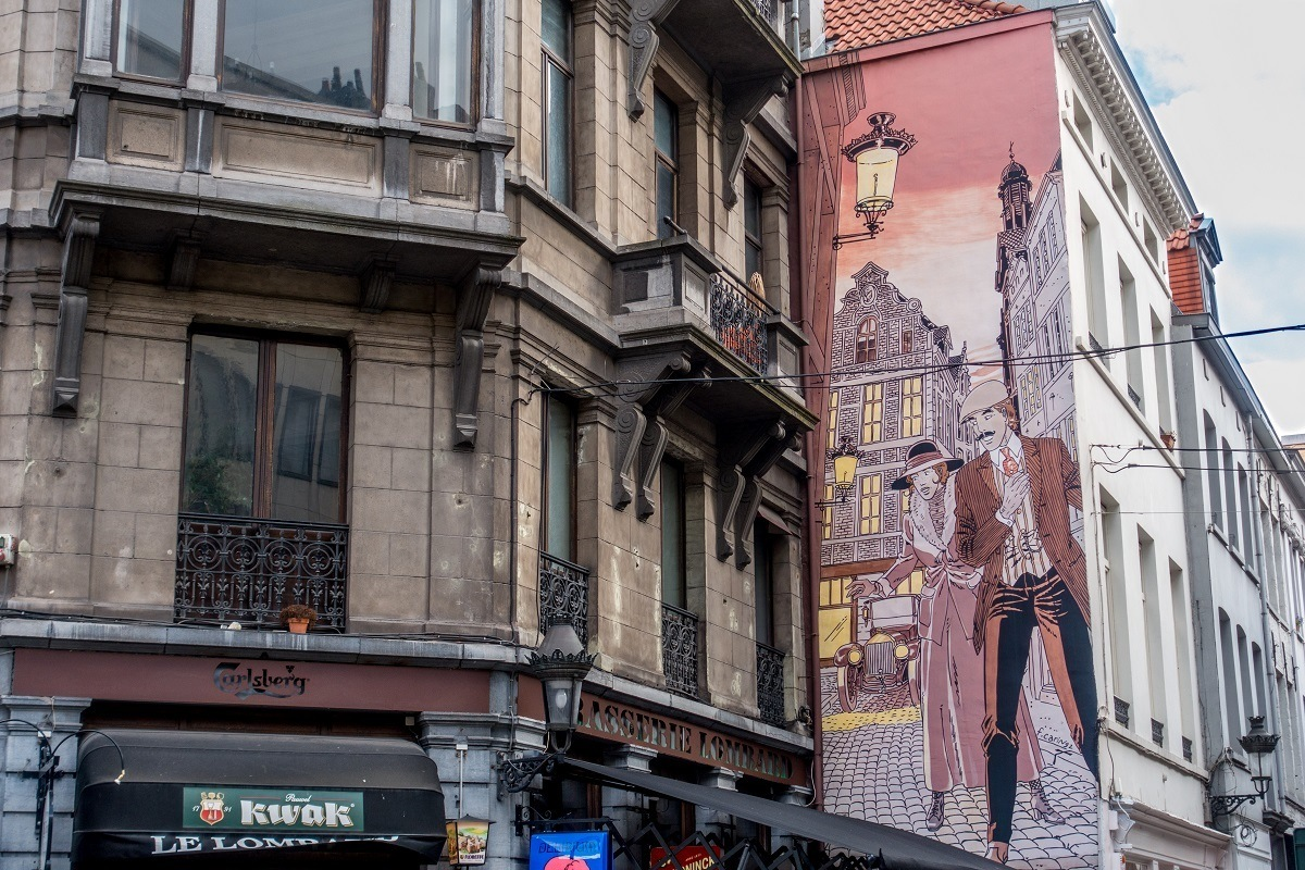 Street art mural showing couple in the streets of Brussels
