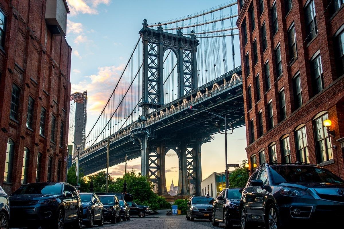 Manhattan Bridge visible between two buildings