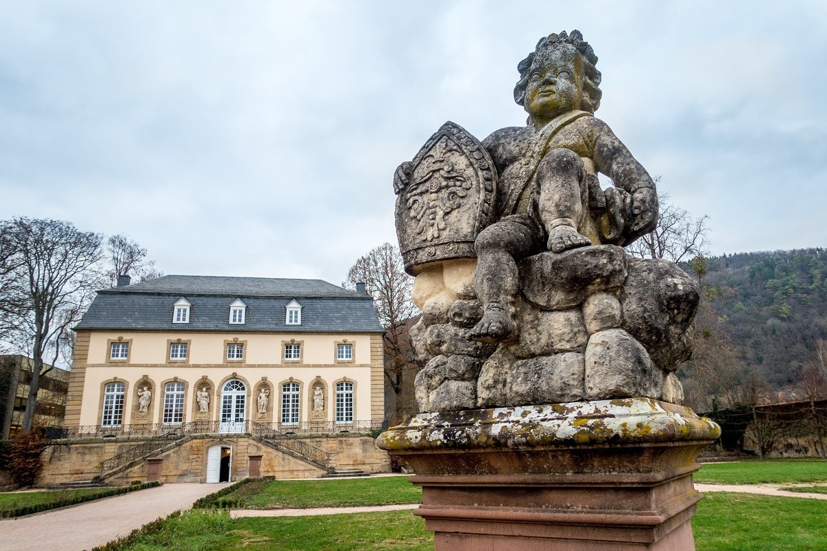 Statue of boy with building in the background