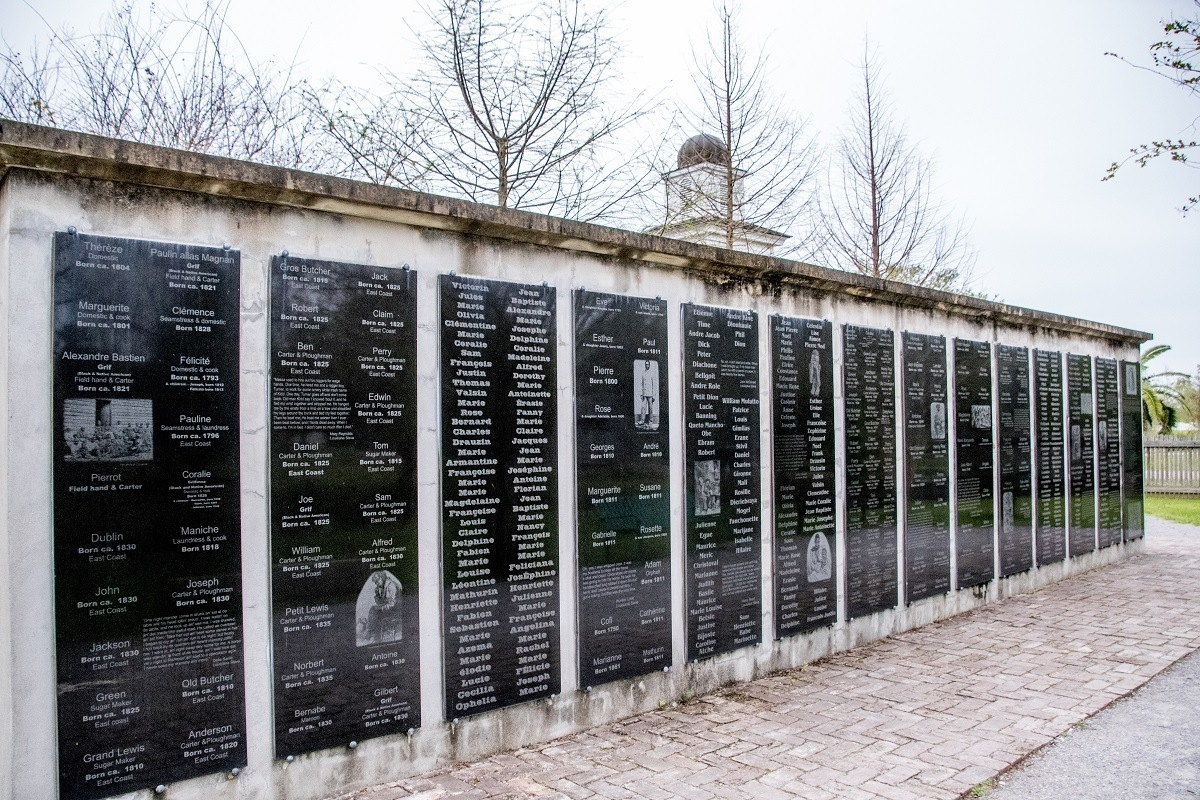 Black wall with names of 300 enslaved people