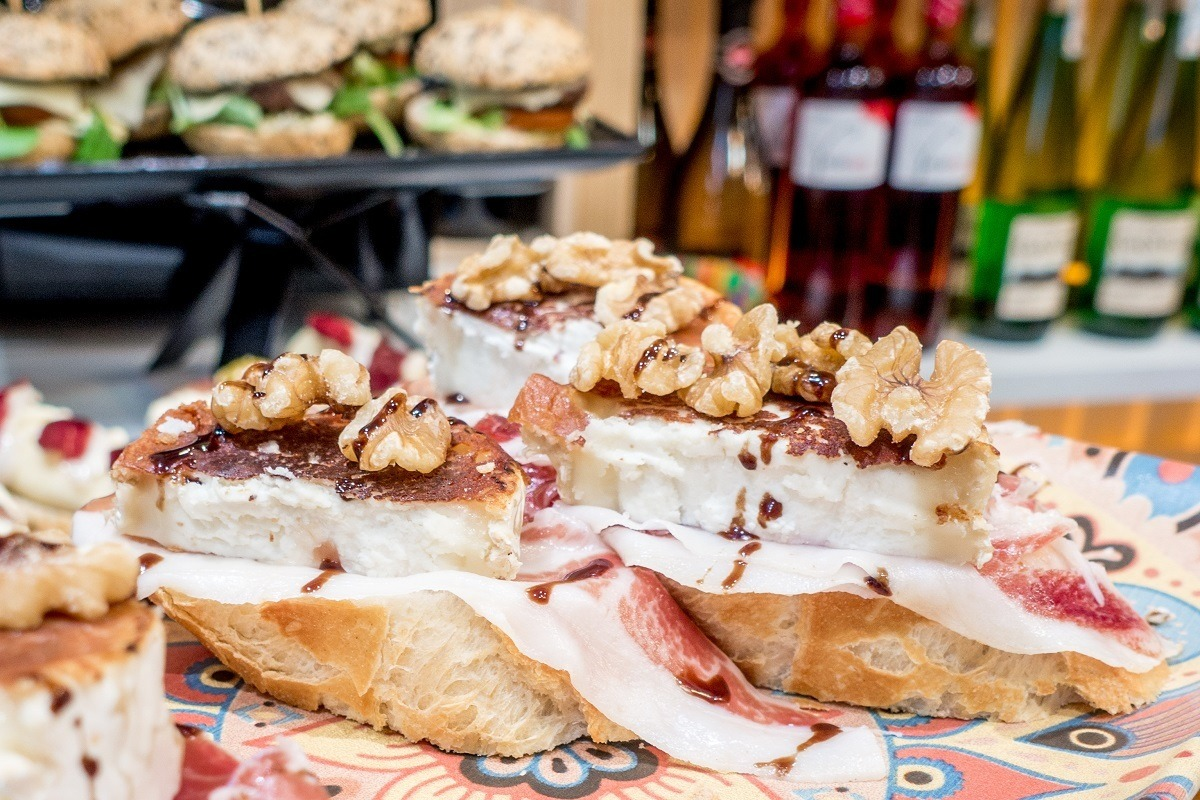 Goat cheese, ham, and walnuts on slices of bread