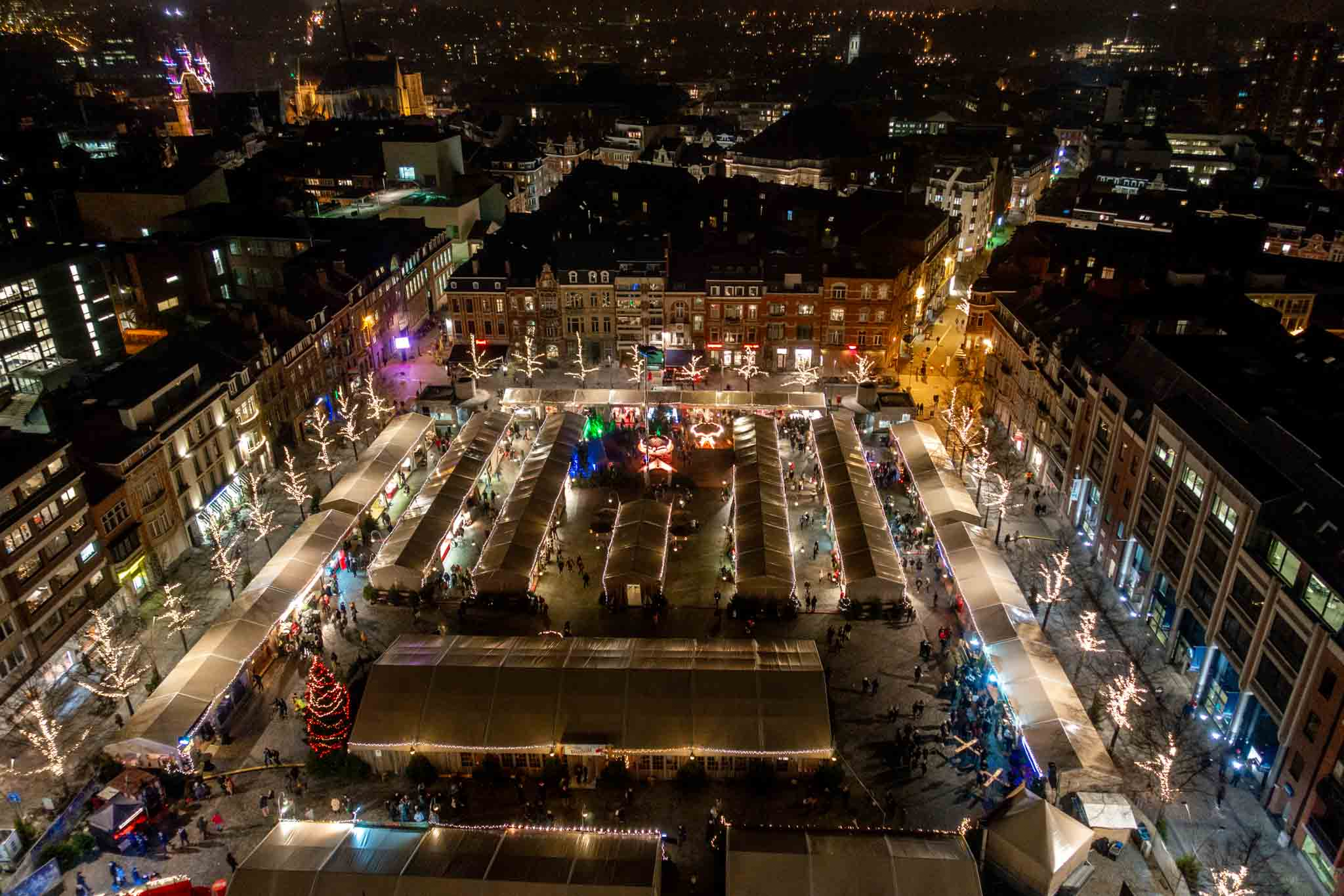 Overhead view of the stalls of the Leuven Christmas market