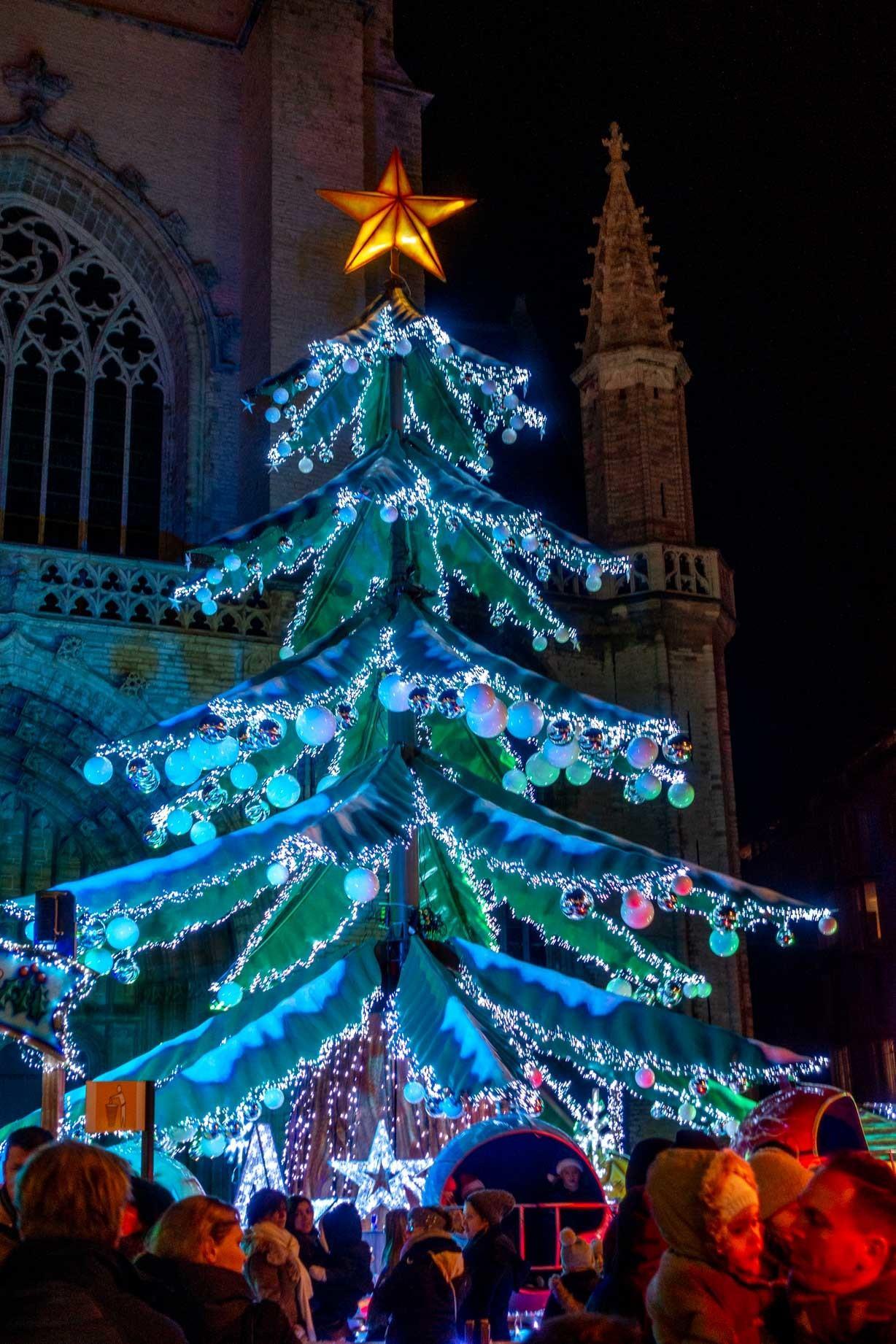Christmas tree-shaped carnival ride
