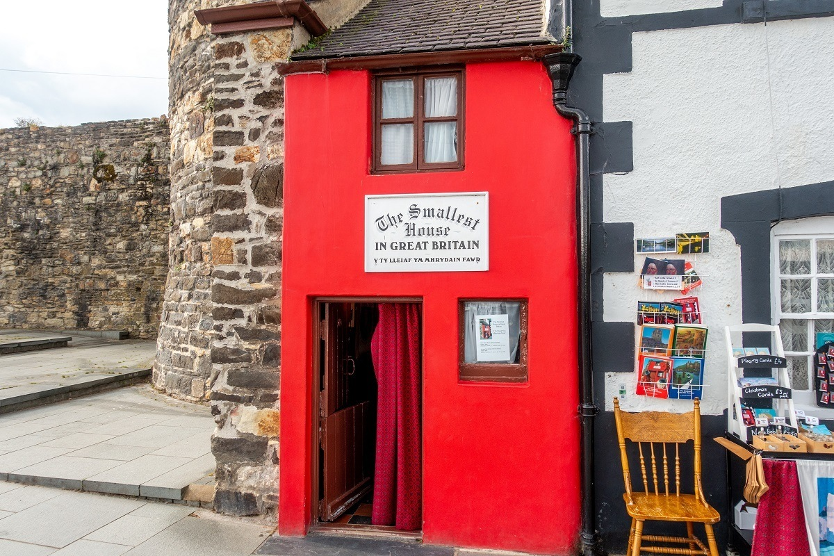 Tiny red with a sign saying it is the smallest house in Great Britain