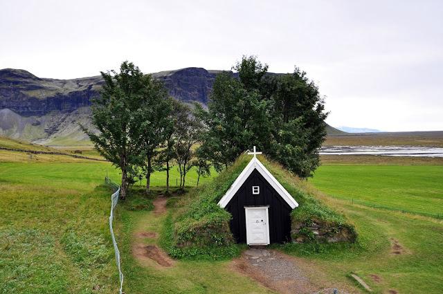 Turf Chapel in Nupsstadur